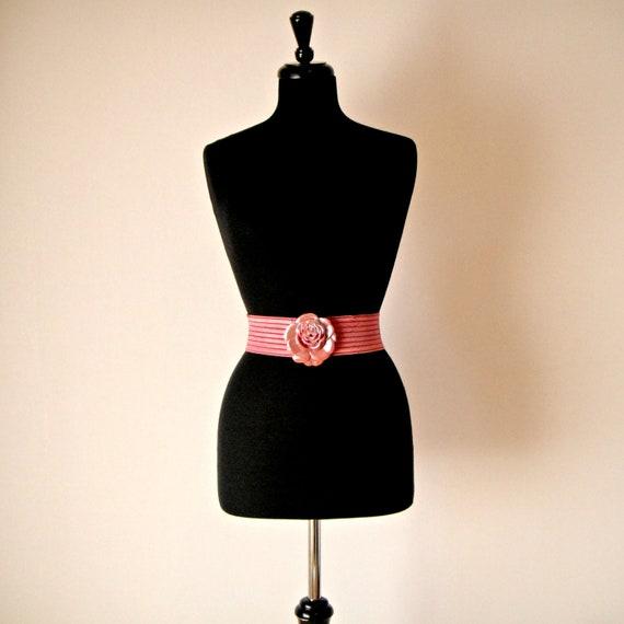 Vintage. 80's Dusty Rose Pink Belt. Waist Cincher. Waist Belt. Wide Elastic. Rose Buckle. Novelty. Funky. Boho. Romantic. Medium. Large.