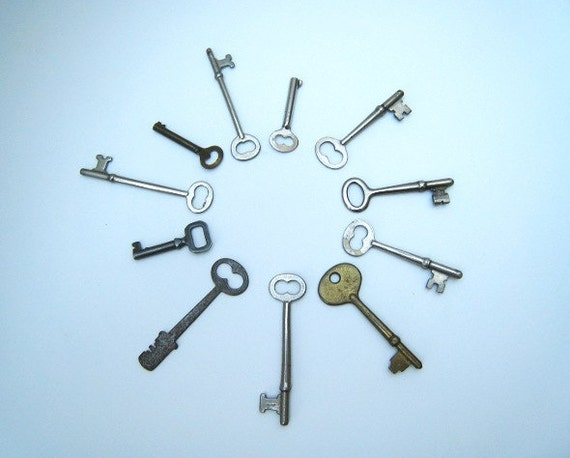 Vintage Assortment of 11 Skeleton Keys