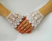 Wedding Gloves. Lace GLOVES, Wedding Cuff. Lace Wedding accessory, Bridal Gloves, Bridesmaid, Wedding Fashion