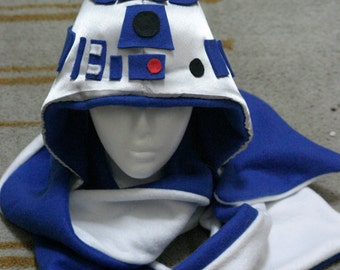 Star Wars R2D2 Hat with attached scarf