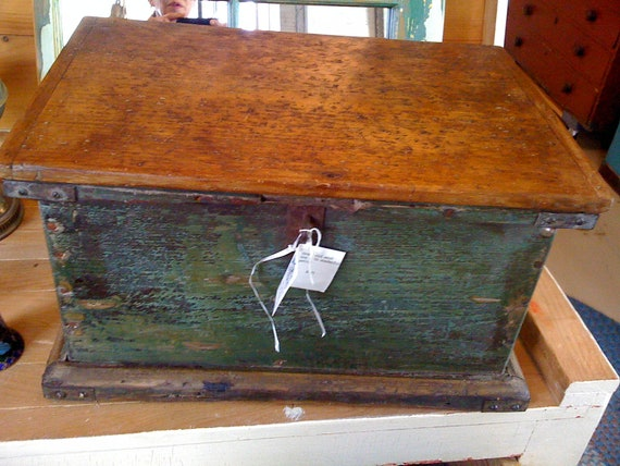 Small Distressed Primitive Box