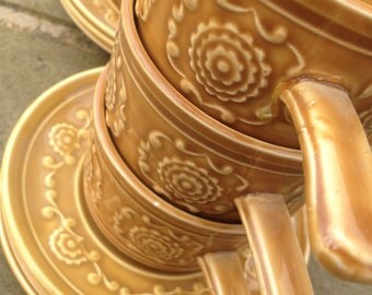TAMS Set of 6 Soup Bowls & Saucers in a Sandy/Mustard Glaze