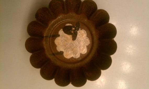 Hand Painted Rustic Sheep Magnet / Mini Tart Pan