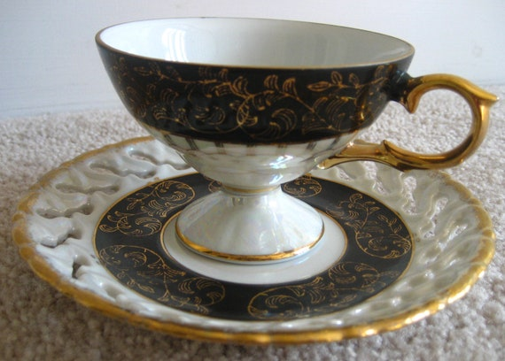 RES FOR MARILU Footed Teacup and saucer Japan
