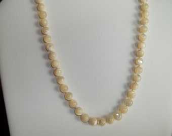 Mother of pearl necklace, single strand