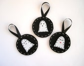 Felt Halloween ornaments, ghost decor, Halloween decorations, scary decor, felt ornaments in black and white
