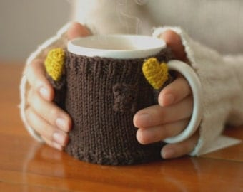 Mug Sweater, in Brown