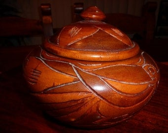 BEAUTIFUL/////Hand Carved Two-Toned Vintage Trinket Box