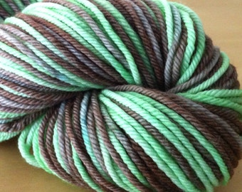 Tree Frog - 100% Superwash Merino Hank/Skein - Green Black