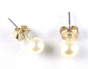 Vintage Faux  Pearl Stud Earrings  (J002)
