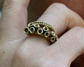 Octopus ring | yellow or white brass octopus tentacle ring by Zulasurfing