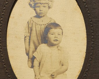 Antique Photograph Sisters CDV Cabinet Card Old Picture Girls Trifold Frame