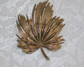 Gold Tone Metal Leaf Pin Brooch by Lisner 1950s 1960s Free shipping to USA