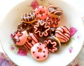 6pcs - Assorted Chocolate Kitsch Donut Charms - Strawberry and Chocolates