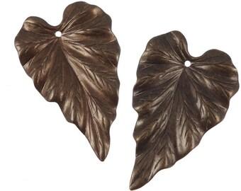 Vintaj WOODLAND LEAF Pendant - Aged Natural Brass 38mm x 23mm Leaf Charm - Dark Antique Brass Charm for Autumn Fall Jewelry (P181)