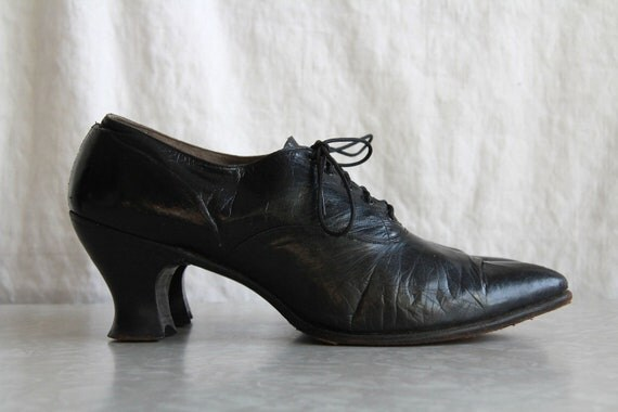 Antique 1910s Shoes . Edwardian Black Leather . WITCH SHOE . Pointed Toe . Vintage Footwear. Low Mileage