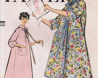 1950s Vogue 9409 Vintage Sewing Pattern Misses Trapeze Robe Size Small (Bust 31-32)
