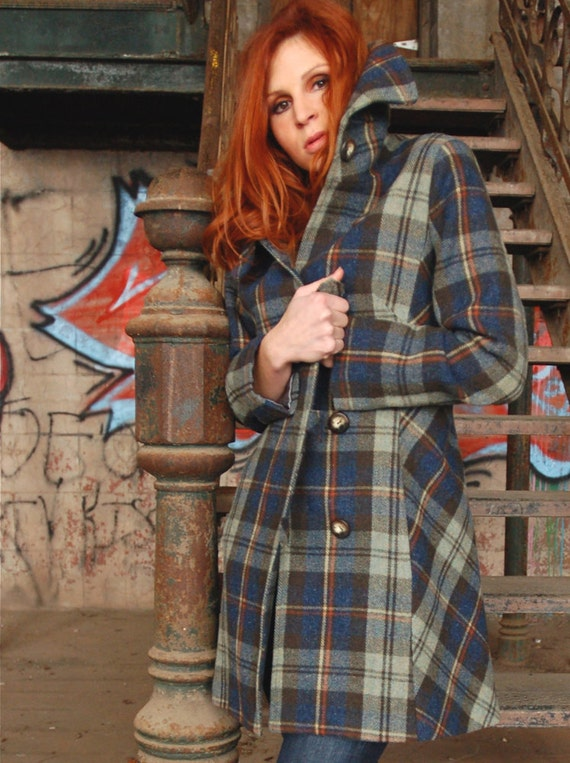 Last one! Women's Plaid wool coat, Alpine emerald green with toggles, size 6 US