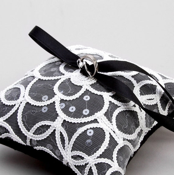 Black and white ring pillow, lace ring pillow, wedding ring holder - Claudia