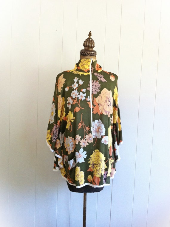 1970s Funky Floral Green Nylon Cape