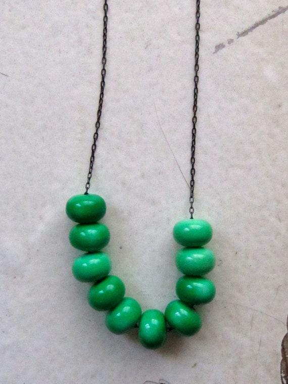vintage bead necklace. kelly green vintage enameled lucite. bonsai