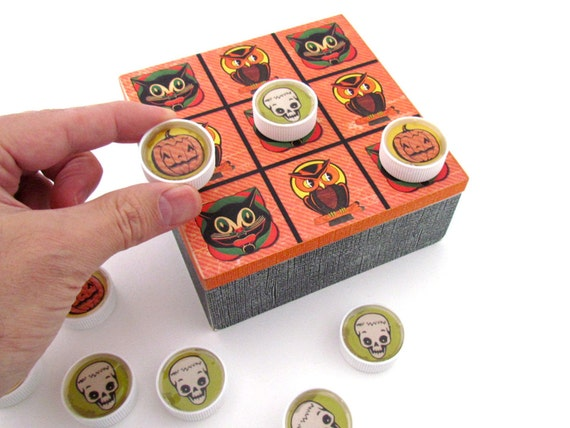 Halloween Tic-Tac-Toe Game - Vintage Halloween Inspired Toy for Family Game Night