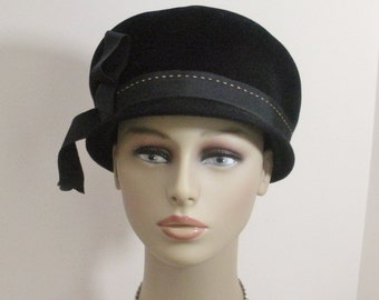 Vintage Black Peachbloom Velour Mod Cloche Hat