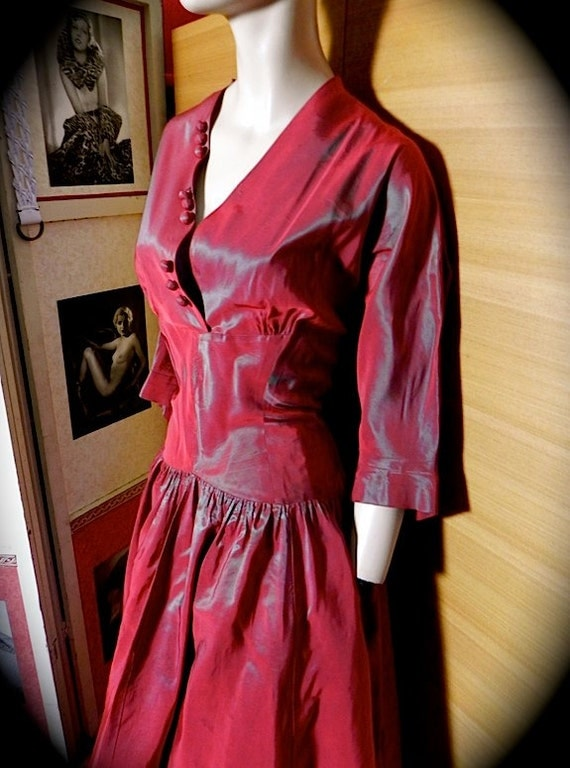 Striking Vintage 40s 50s Peggy Page Red Shark Skin Taffeta Party Dress with Belt Rare XL Plus