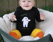 "Halloween Baby onesie ""MUMMY Loves Me"" bodysuit, perfect for 1st Halloween photo prop - twinzzshop"