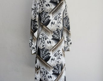 Vintage 60s Goldworm Exotic Asian Lotus Print Italian Jersey Knit Black & White Slinky Dress