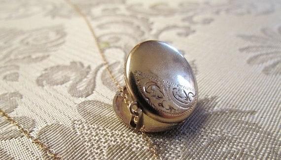 Antique Locket / Victorian Rolled Gold Locket c.1890s