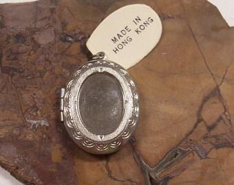 Silver Locket VINTAGE Blank Ready to Wear Ready to Embellish Silver Locket Pendant NoS Vintage Jewelry Wedding Supplies Blanks (T21)