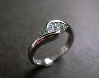 0.25ct Diamond Engagement Ring with Green Garnet in 14K Gold, Diamond Wedding Band,  Diamonds Wedding Ring, Green Garnet Ring,  Unique Ring