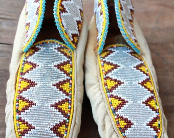 Antique 30's/50's Handmade Buckskin Beaded Native American North East Woodland Moccasins