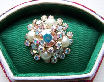 Vintage 60's  Scintillating Wreath Twinkle with Aurora Borealis Color Round Stones Pin Brooch