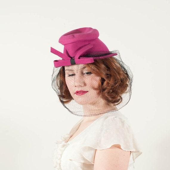 vintage 1940s hat / tilt hat / Shocking