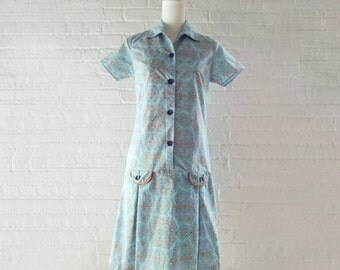 1960s Blue Scooter Dress 60s Vintage Medium Cotton Paisley Classical Medallion Novelty Print Pleated Skirt Preppy Mod Summer Shirt Dress