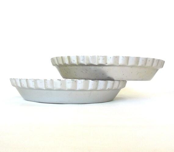 """Vintage Wearever Pie Pans Aluminum 2865 10"""""""
