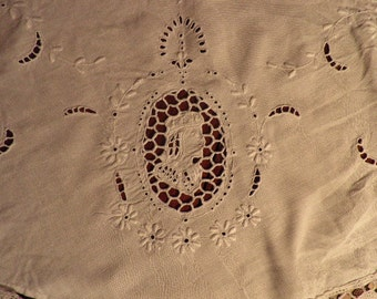 Vintage Lace Embroidered Cut Work Round Linen Table Cloth