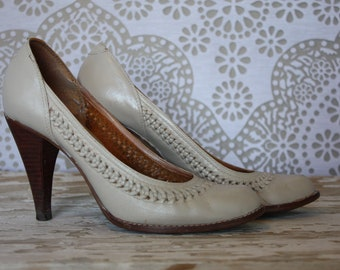Vintage 1970's Beige Pumps with Woven Leather Accents Made in Brazil 6.5