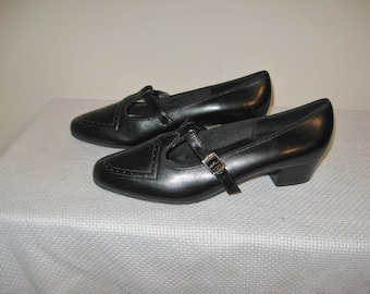 Vintage Black Leather Mary Jane Short Pumps Heels in Sz 7 Never Worn by EASY STREET USA