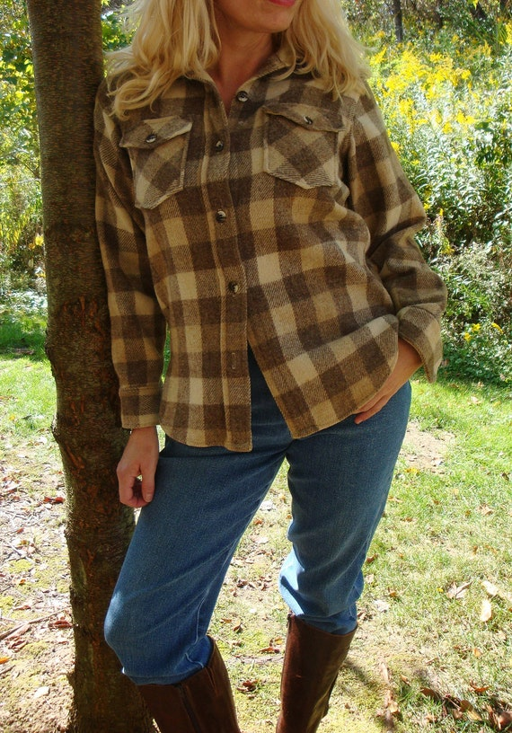 size small womens woolrich flannel shirt plaid tan and brown