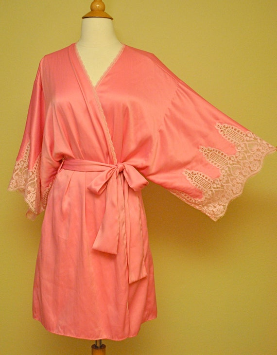 Beautiful Pink Satin and Lace Robe - Retro Pinup Perfection - Vintage Rockabilly Burlesque Very 40s 50s 60s Style
