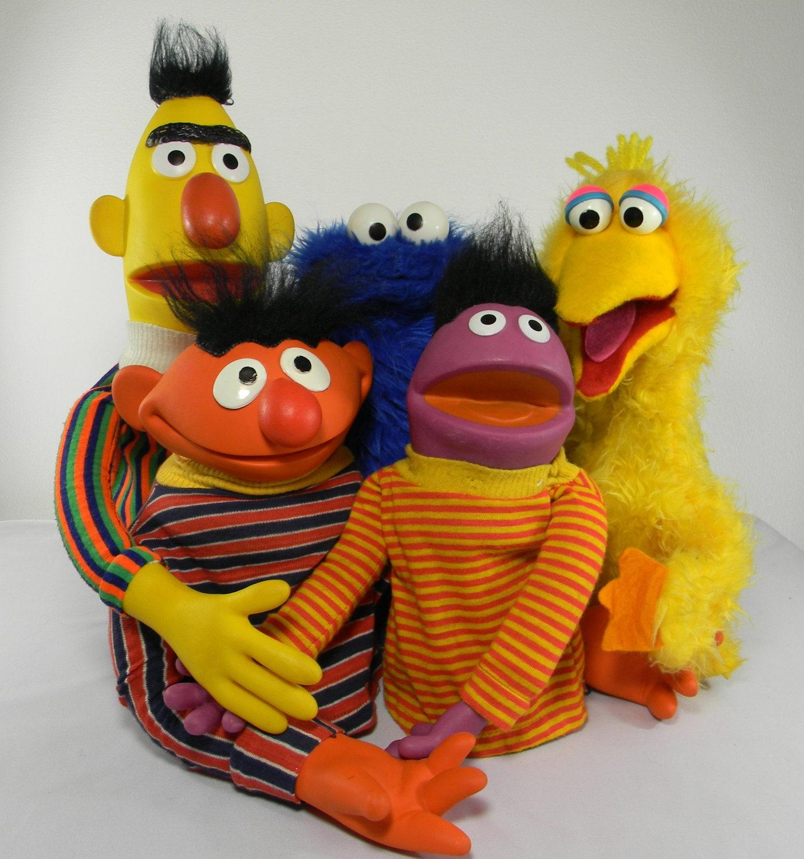 Top 50 Muppets Loc 80: Sesame Street Hand Puppets.Big Bird.Bert And By