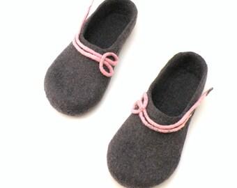 Felted wool slippers, handmade wool clogs, grey pink felt slipper, autumn winter houseshoes, Christmas gift for woman, valenki, felt shoes