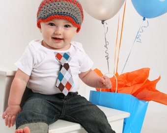 Baby Boy tie onepiece bodysuit and crochet hat set, fall, winter, birthday outfit, photo prop, Boy Fashion, Baby shower gift, little man