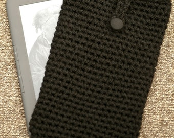 Black crocheted kindle / kindle fire cover with button fastener