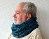 CHUNKY COWL SCARF, warm knit neckwarmer super bulky, 100% Acrylic, blue, one size, unisex, maker NuraNanu, new