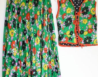 Flower Power Skirt Set / Maxi Skirt & Vest / 1970's Youth Guild Set / Chirstmas Flowers Skirt Set / Bohemian Skirt Set S