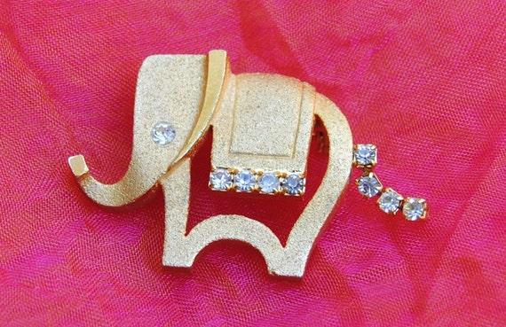 Vintage Brooch -  Elephant,  Moves Tail - Rhinestones, Brushed Gold  1960's - Adorable